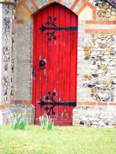 Would love to recreate a door like this gorgeous red one!  Maybe use it one one of the inside doors or make a folding screen with 3 painted plywood panels cut and painted to resemble this door...