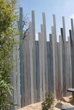 Fence ideas horizontal and vertical slats neighborhood for Amenagement jardin palette
