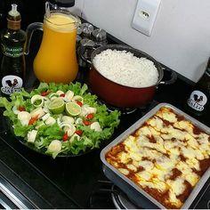 Cake Roll Recipes, Menu Dieta, Food Goals, Food Court, Aesthetic Food, Rolls Recipe, Cobb Salad, Cooker, Food And Drink