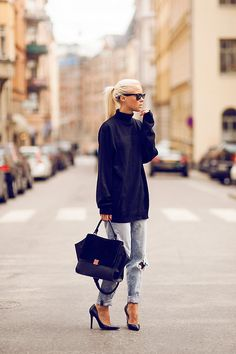 Slouchy fits in an oversized sweater and boyfrien jeans http://rstyle.me/n/qez324ni6