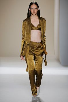 Victoria Beckham Spring 2017 Ready-to-Wear Fashion Show - Adrienne Jüliger