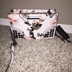 Steve Madden Crossbody Bag ⭐️NWT⭐️ Steve Madden studded white Crossbody Bag Perfect for spring Will hold all of your essentials. Nickel chain accents any questions feel free to ask Steve Madden Bags Crossbody Bags