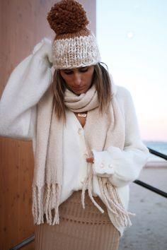www.chonandchon.com gilet mia Sézane, jupe crayon H&M, bonnet free people Winter Style, Autumn Winter Fashion, Fall Winter, Jogging, Inspiration Mode, Free People, Winter Hats, Cozy, Knitting