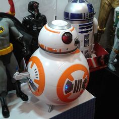 #tfny #starwars #jakkspacific He beeps he lights up and he even has the thumbs up! #BB-8 will be a must-have toy by jedinewsuk