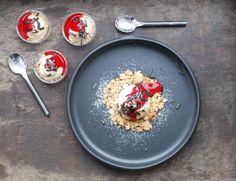 Lakritscheesecake med hallonsås | Catarina Königs matblogg Fika, Acai Bowl, Tart, Cheesecake, Breakfast, Desserts, October, Acai Berry Bowl, Morning Coffee