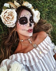 Are you looking for inspiration for your Halloween make-up? Browse around this website for cute Halloween makeup looks. Halloween Makeup Sugar Skull, Sugar Skull Costume, Cute Halloween Makeup, Sugar Skull Makeup, Halloween Looks, Skeleton Makeup, Halloween Inspo, Sugar Skulls, Halloween Stuff