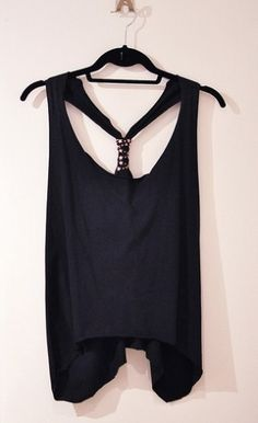 Tank top cut from an oversized T-shirt. Great idea! by Mina Lorence