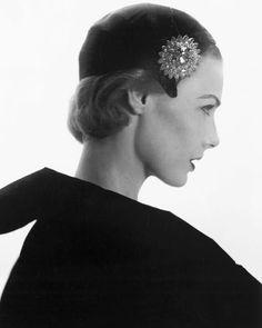 Lilian Marcuson by Horst P Horst Fashion Models, Girl Fashion, Fashion Design, Fashion Portraits, 1950s Fashion, Vintage Fashion, Vintage Style, Horst P Horst, 1940s Looks