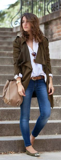 Fall trends | White shirt, brown coat, jeans, flats, handbag