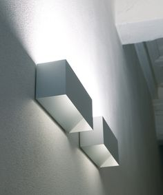 *Modern, white, minimal lighting* wall lamp 'Piú' by Davide Groppi Concept for yoga room and others for indirect lighting (would need to find a budget version. Hidden Lighting, Spa Lighting, Cool Lighting, Interior Lighting, Modern Lighting, Lighting Design, Modern Lamps, Luminaire Applique, Wall Lights