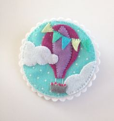 Hot air balloon felt brooch \\ sale - save 5 euros on Etsy, $18.92