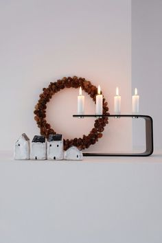 Minimalist Christmas decor inspiration with natural materials, candles and little houses Minimalist Christmas, Modern Christmas, Scandinavian Christmas, Decoration Christmas, Decoration Table, Holiday Decor, Christmas Photo, Christmas Love, House Contemporary