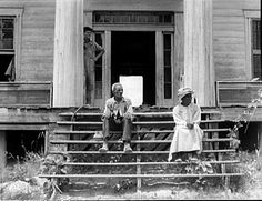 Check out Dorothea Lange, Ex-slave and wife on steps of plantation house now in decay, Greene County, Georgia From Howard Greenberg Gallery Abandoned Plantations, Abandoned Mansions, Abandoned Buildings, Southern Plantations, Southern Mansions, Southern Homes, Southern Style, Funny Letters, Antebellum Homes