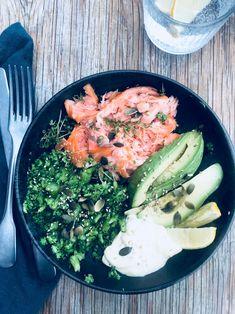 Super Salmon Bowl - lækker og nem opskrift med varmrøget laks Food Bowl, Food N, Food And Drink, Bowls, Vegetarian Recipes, Healthy Recipes, Everyday Food, Winter Food, Food Design