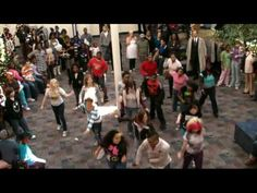 Christmas and Dancing Flash Mob - great mashup!