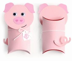 Gift Wrapping Inspiration : Toilet Paper Pig Pillow box gift for kids Pig Crafts, Animal Crafts, Preschool Crafts, Toilet Roll Craft, Toilet Paper Roll Crafts, Homemade Crafts, Diy And Crafts, Crafts For Kids, Valentine Box