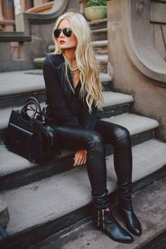 black and liquid leggings are always hot!