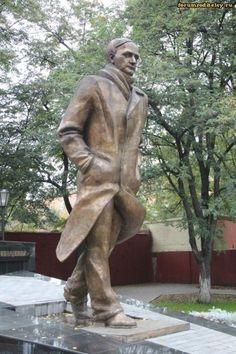 Памятник Андрею Платонову в Воронеже :: forumroditeley.ru - форум родителей и о детях