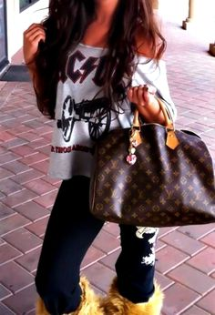 Louis Vuitton Handbags 2016 Hot Sale LV Handbags Outlet Save For You! Louis Vuitton So Cheap! Discount Site From Here, Check It Out. Fashion Handbags, Fashion Bags, Girl Fashion, Womens Fashion, Fashion Trends, Trendy Fashion, Fashion Purses, Winter Fashion, Louis Vuitton Handbags