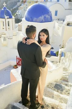 Santorini photographer. Photo shoot. Surprise proposal. Four things to consider when coming to Santorini in off season.
