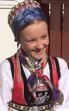 Bilderesultat for bunad hodeplagg hordaland Folk Costume, Costumes, Folk Clothing, Folk Dance, Headdress, Norway, Scandinavian, Prom Dresses, Dance Stuff
