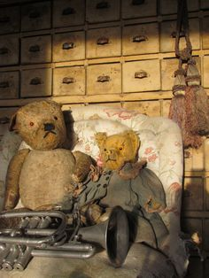 very old teddy bears with trumpet. Old Teddy Bears, Antique Teddy Bears, Teddy Bear Toys, Antique Toys, Vintage Toys, Charlie Bears, Love Bear, Bear Doll, Old Toys