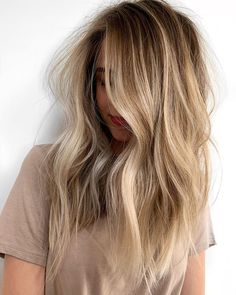 hair inspiration color With hair color being at the height of its popularity, were taking a peek at what color is trending internationally and how to achieve these coveted styles. Ombré Hair, Hair Day, Hairstyles Haircuts, Cool Hairstyles, Hairstyle Ideas, Pixie Haircuts, Wedding Hairstyles, Headband Hairstyles, Woman Hairstyles