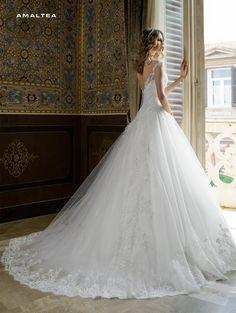 23ce272f9680 Abito da sposa in pizzo rigorosamente made in Italy Dalin 2016 per Bride  Project Buttrio www.brideproject.it