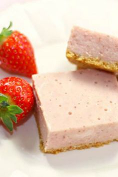 Simple No-bake Cheesecake slice ... with strawberries!