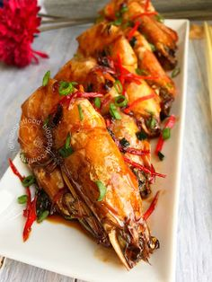 Pan Fried Sweet Drunken Prawn 干煎酒香明虾 - A quick and easy prawn recipe ready in 10 minutes. Absolutely delicious to pair with or without rice. Easy Prawn Recipes, Shellfish Recipes, Seafood Recipes, Indian Food Recipes, Asian Recipes, Cooking Recipes, Chinese Prawn Recipes, Asian Prawns Recipe, Chinese Food