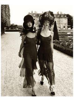Linda Evangelista and Kristen McMenamy, L'Haÿ-les-Roses, France, 1992 Photo Steven Meisel