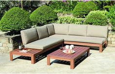 This five seater wooden lounge set comes with a free furniture cover and two man delivery to any UK mainland address!