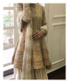 Indian fashion has changed with each passing era. The Indian fashion industry is rising by leaps and bounds, and every month one witnesses some new trend o Pakistani Wedding Outfits, Bridal Outfits, Pakistani Dresses, Indian Dresses, Indian Outfits, Red Lehenga, Lehenga Choli, Anarkali, Bridal Lehenga