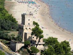 The protect area of Tower of Cerrano is located on the adriatic coast just 40 km north of Pescara... L' area marina protetta della Torre Di Cerrano si trova poco più a nord di Pescara... http://www.lovinginabruzzo.com/notizie-abruzzo/26-torre-di-cerrano.html  #love #lovinginabruzzo #visitabruzzo