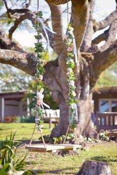 Tree Branches, Bird Feeders, Art Pieces, Outdoor Decor, How To Make, Pictures, Home Decor, Homemade Home Decor, Photos