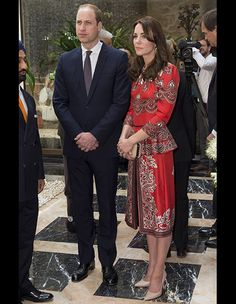 In just two days in India, Kate Middleton has worn five gorgeous, head-turning ensembles. The Duchess of Cambridge has had a packed schedule of appearances with her husband, Prince William, and she's managed to stun at every one of them. Kate Middleton Outfits, Vestidos Kate Middleton, Style Kate Middleton, Kate Middleton Photos, Alexander Mcqueen Kleider, Estilo Real, Fashion Mode, Look Fashion, Fashion Clothes