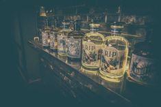 Vodka puro artesano de calidad Premium. 100% natural, sin químicos ni azúcares añadidos. Destilado de uva española y cereal en lotes exclusivos de 380 botellas numeradas.