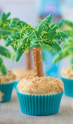 Cute Palm Tree Cupcakes for a show stopper dessert this summer! Moana Birthday Party, Hawaiian Birthday, Moana Party, 7th Birthday, Birthday Ideas, Birthday Parties, Beach Cupcakes, Summer Cupcakes, Palm Tree Cakes
