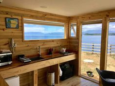 Cabaña Container N Borde Lago Cabana, Kitchen Cabinets, Chile, Room, Home Decor, Apartments, Interiors, Bedroom, Decoration Home
