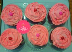 Cupcakes Rosa - Cheirinho de Comida  http://ateliecheirinhodecomida.blogspot.com/  Atendemos: Poá | Suzano | Itaquaquecetuba | Mogi das Cruzes | Ferraz de Vasconcelos | São Paulo