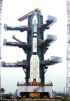 #интересное  Взрыв ракеты (7 фото)   Беспилотный ракето-носитель бабахнул в Индии спустя пару минут после запуска. На борту были два спутника, один метеорологический, другой спутник связи. Вот это я понимаю новогодний салют!       далее по ссылке http://playserver.net/?p=141981