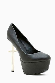 Cross Platform Pump in Black #shoes #heels