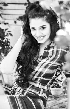Cute Love Pictures, Girl Pictures, Girl Photos, Dove Pictures, Desi Girl Image, Beautiful Girl Image, Beautiful Girl In India, Beautiful Girl Photo, Most Beautiful Bollywood Actress