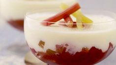 Want a fresh fruit dessert with a funny name! Try Kevin Dundon's Apple & Rhubarb Fool :) Apple Recipes, My Recipes, Real Food Recipes, Irish Recipes, Kevin Dundon Recipes, Fresh Fruit Desserts, Stewed Fruit, Rhubarb Compote, Natural Yogurt