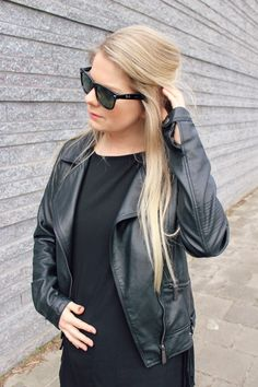 Livstyle.nl: LOOK: BABY BUMP #pregnant #pregnantfashion #leather #rayban #minimalitic #boots
