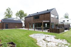 Modern barn style home Modern Wooden House, Modern Barn, House Cladding, Wooden Pergola, Farmhouse Homes, Facade Architecture, My Dream Home, Bungalow, House Plans