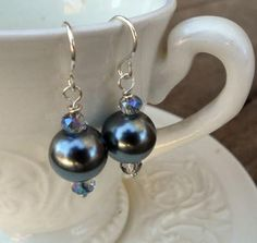 These Black Glass Pearl Earrings only take 5 minutes to make!!