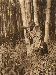 Description of Title: Calling a moose--Cree. Date Created/Published: Summary: Cree man in woods blowing horn. Photograph by Edward S. Curtis, Curtis (Edward S.) Collection, Library of Congress Prints and Photographs Division Washington, D. Native American Beauty, Native American Photos, Native American Tribes, Native American History, Photos Du, Old Photos, Cree Indians, Native Indian, Indian Man