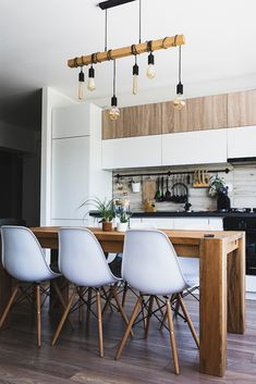 A touch of creativity and these awesome small kitchen design ideas is all you need to transform a cozy kitchen into a stylish small modern kitchen. Rustic Kitchen, Kitchen Decor, Kitchen Ideas, Kitchen Inspiration, Cozy Kitchen, Big Kitchen, Kitchen Pictures, Kitchen Trends, Kitchen With Living Room