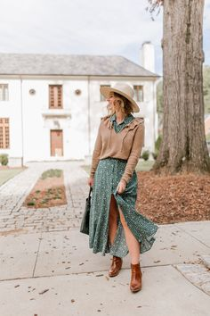 How to Channel Your Inner Beth Dutton | Yellowstone Style | Louella Reese #bethdutton #yellowstone #yellowstonetv #fallfashion #fallstyle #womensstyle #maxidress #fallsweater